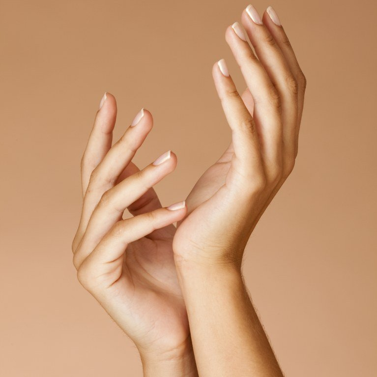Hands damaged? The essential gestures to find pretty hands