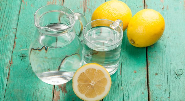 6 benefits to drink warm lemon water when you wake up