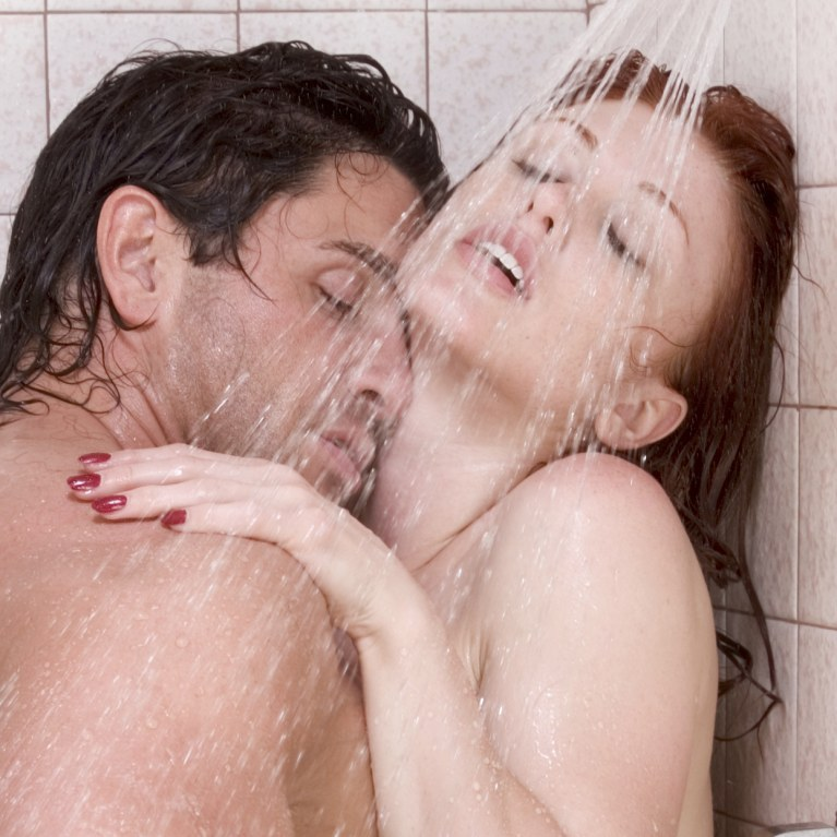 10 positions to make love in the shower