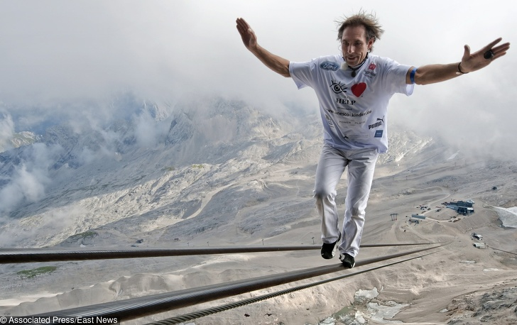 10 crazy moves made by humans (for example like jumping from space)