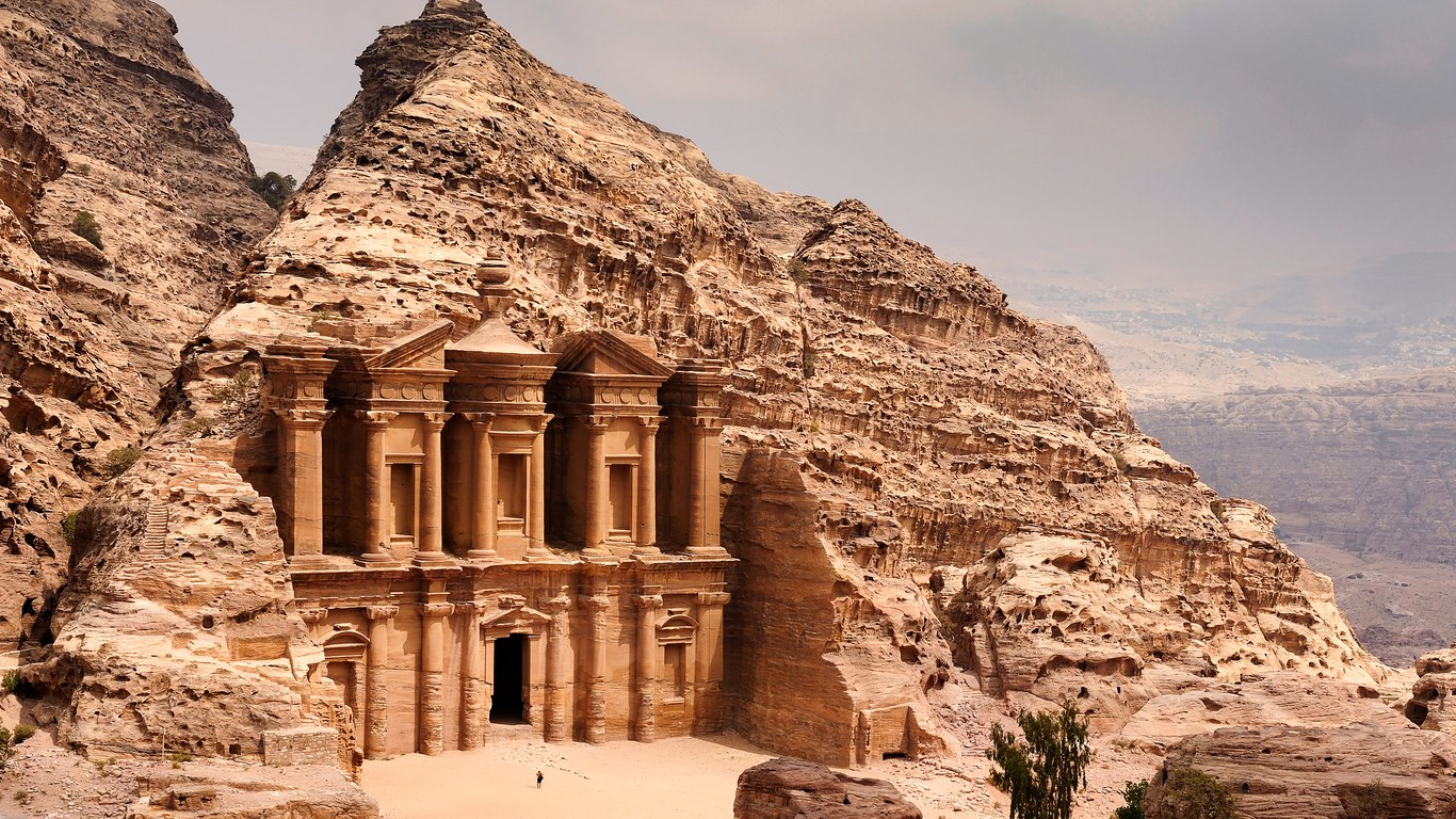 8 historical sites that you should visit as soon as possible