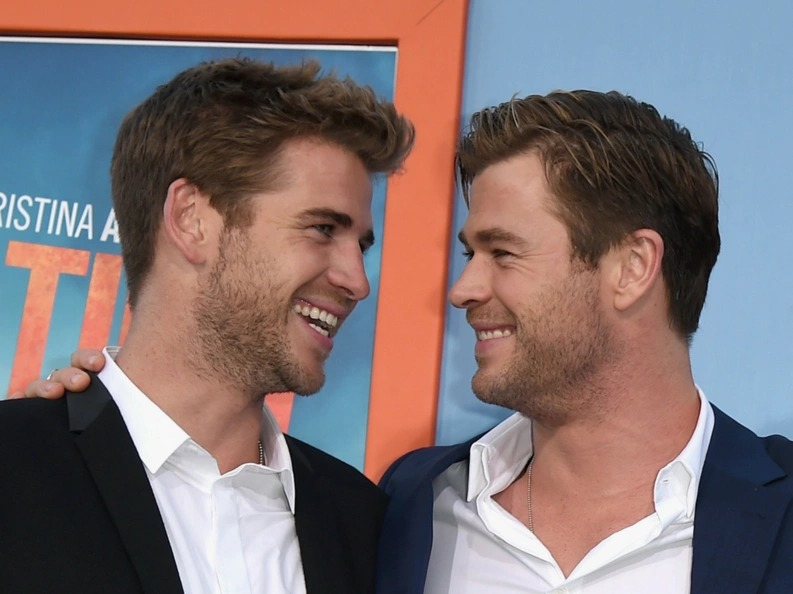 The Hemsworths shared a picture of their mom and we already know who inherited their gallantry!